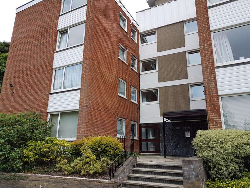 2 Bedrooms Flat for sale in ASCOT - 2 Bedroom First Floor Apartment, Large Lounge/Dining Area, Kitchen, Bathroom, Private Parking