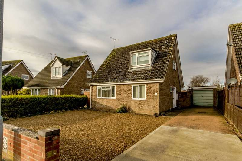 3 Bedrooms Detached House for sale in Wroxham Avenue, Swaffham