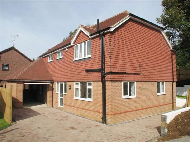 3 Bedrooms Detached House for sale in Arundel Road , Worthing, Sussex, BN133EL