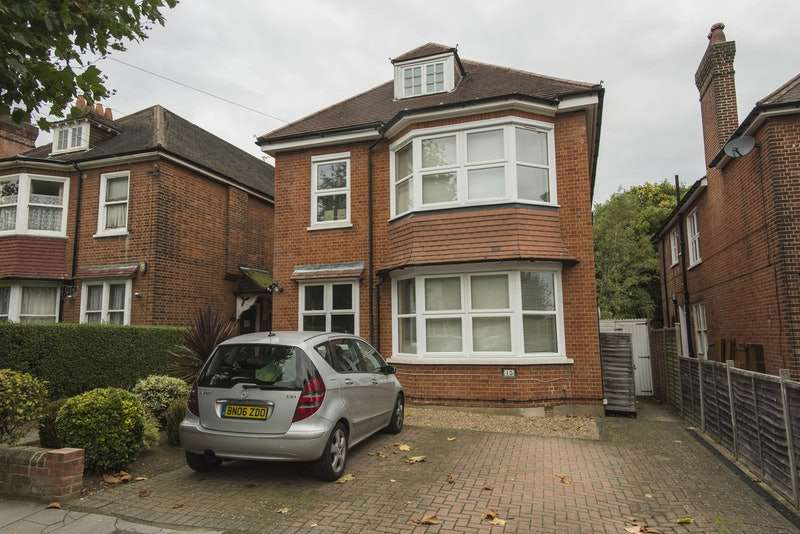2 Bedrooms Flat for sale in Northampton Road, Croydon, London, CR0