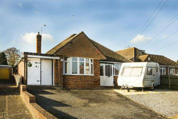 2 Bedrooms Detached Bungalow for sale in Meadow Road, Earley, Reading