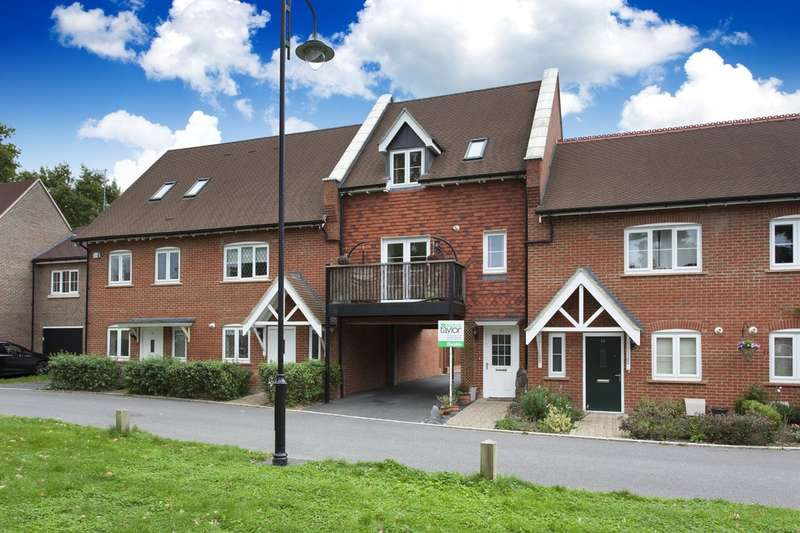 2 Bedrooms Terraced House for sale in Heydon Way, Horsham