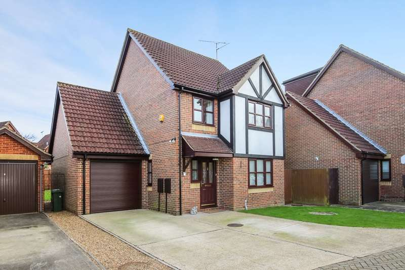 4 Bedrooms Detached House for sale in Oak Tree Way, Horsham