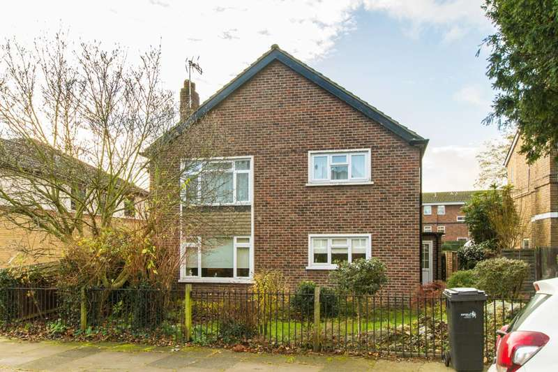 2 Bedrooms Flat for sale in Queens Road, Enfield, EN1