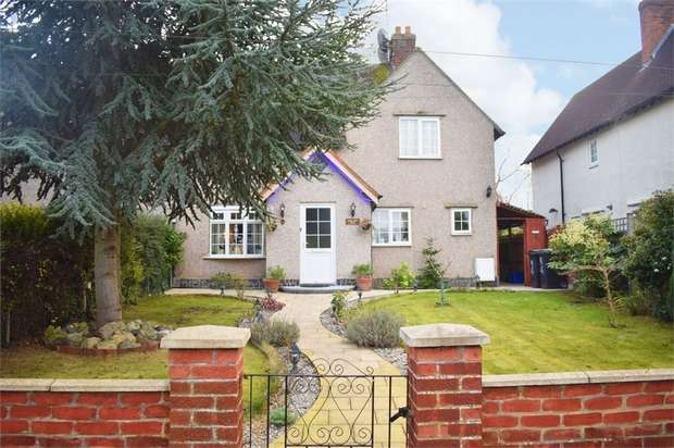4 Bedrooms Semi Detached House for sale in Kingsmead Hill, Roydon, Harlow, Essex