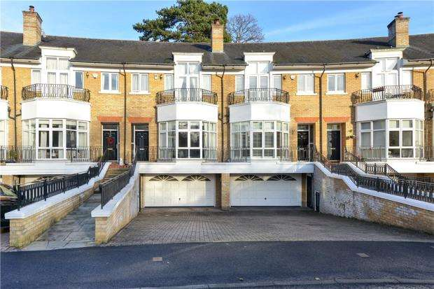 5 Bedrooms Terraced House for sale in St. David's Drive, Englefield Green, Egham