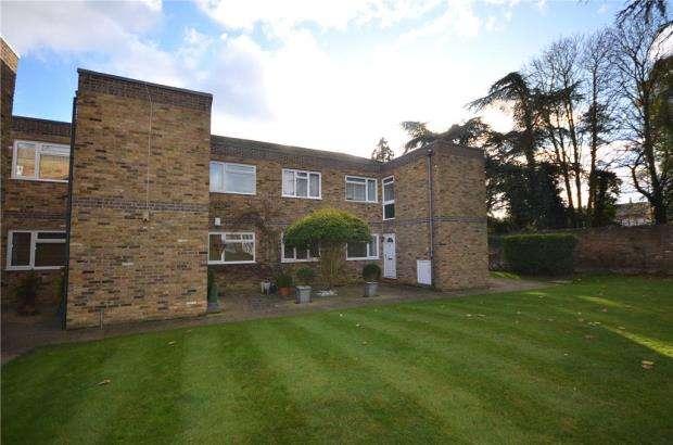 3 Bedrooms Apartment Flat for sale in Hambleton, Burfield Road, Old Windsor