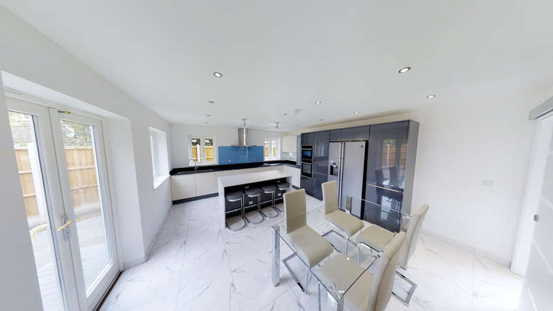 5 Bedrooms Detached House for sale in Great Baddow, Chelmsford