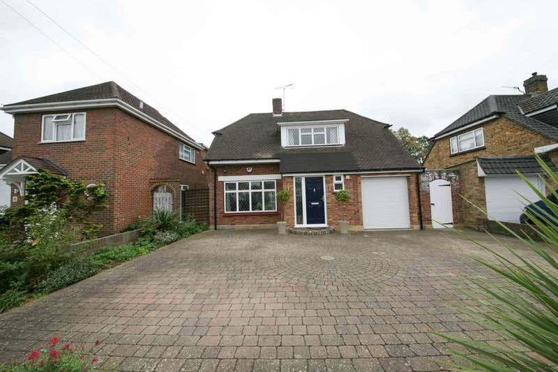 4 Bedrooms Detached House for sale in Vereker Drive, Sunbury on Thames, Surrey, TW16