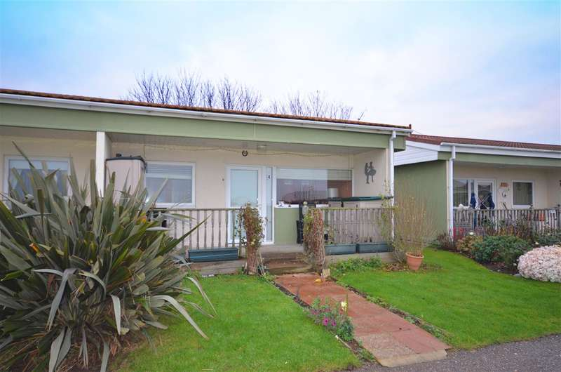 2 Bedrooms Bungalow for sale in Bacton, NR12