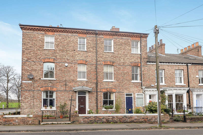 4 Bedrooms Terraced House for rent in St. Johns Street, York, YO31