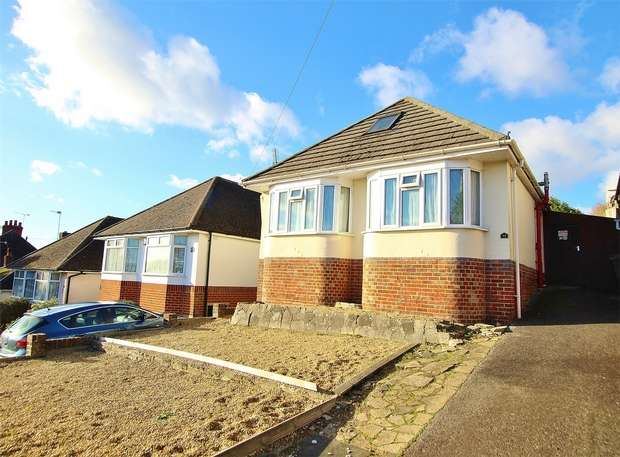 3 Bedrooms Detached Bungalow for sale in Wharfdale Road, Parkstone, POOLE, Dorset