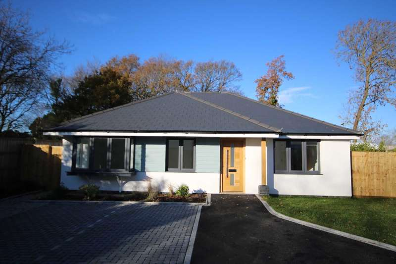 3 Bedrooms Detached House for sale in BH23 Rose Gardens, Christchurch