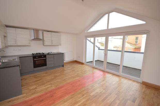 2 Bedrooms Flat for sale in Sennen Court, Clampet Lane, Teignmouth, Devon