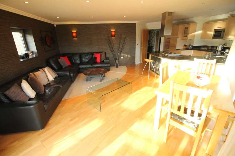 2 Bedrooms Apartment Flat for sale in The Island, Brentford