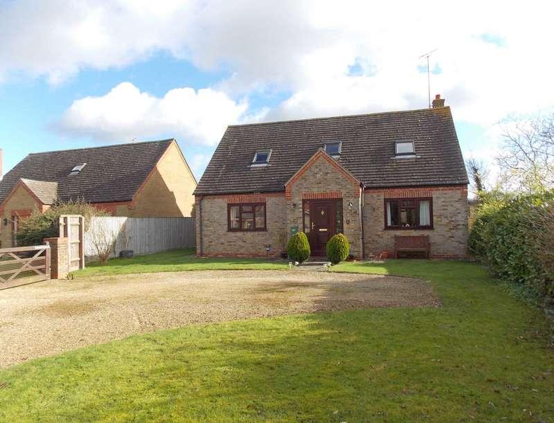 3 Bedrooms Detached House for sale in Penny Cottage, East Brook Close, Piddington