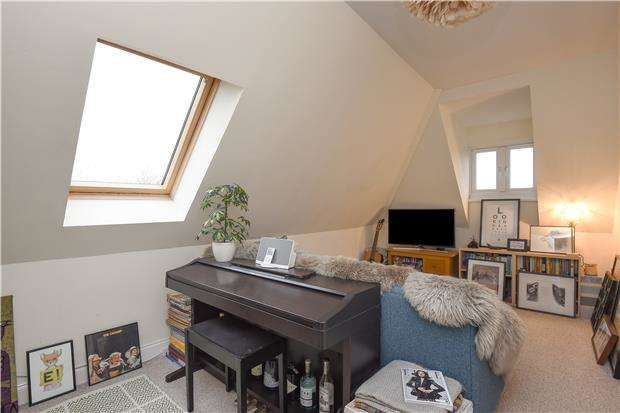 1 Bedroom Flat for sale in Norbury Avenue, LONDON, SW16