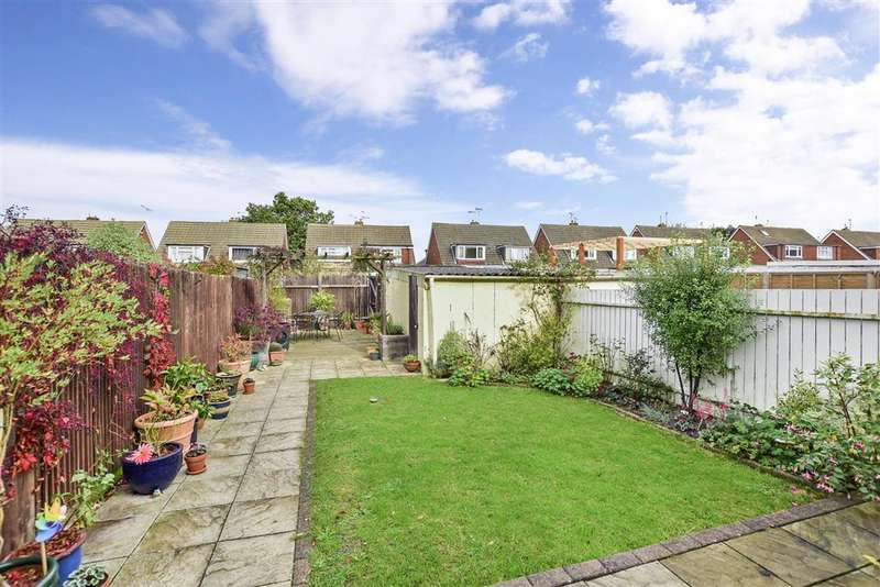 3 Bedrooms Semi Detached House for sale in Weavers Way, , Ashford, Kent
