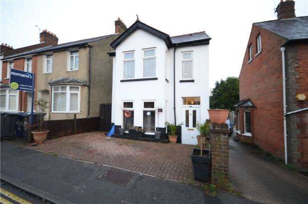 4 Bedrooms Detached House for sale in Farnborough Road, Farnham, Surrey