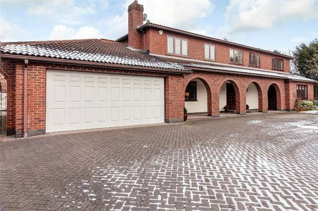 4 Bedrooms Detached House for sale in Hall Gardens, Bramcote, Nottingham