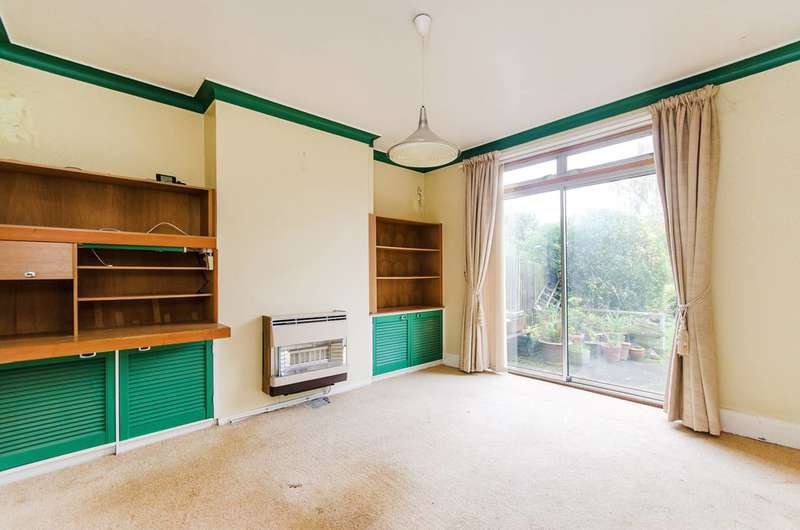 3 Bedrooms Semi Detached House for sale in Briarwood Drive, Northwood Hills, HA6