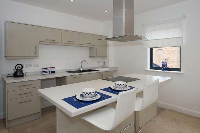 2 Bedrooms Flat for sale in West Strand, Whitehaven, Cumbria, CA28