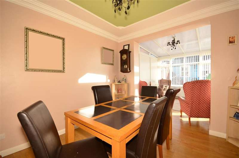 3 Bedrooms Semi Detached House for sale in Roding Avenue, , Woodford Green, Essex