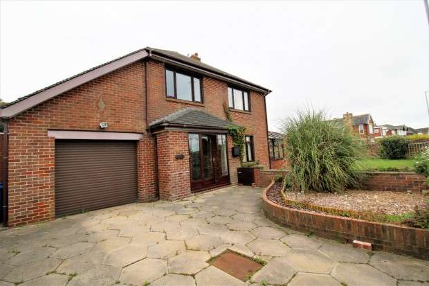 3 Bedrooms Detached House for sale in Princes Way, Fleetwood, FY7