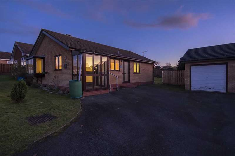 3 Bedrooms Bungalow for sale in Hillcrest Rise, Llandrindod Wells