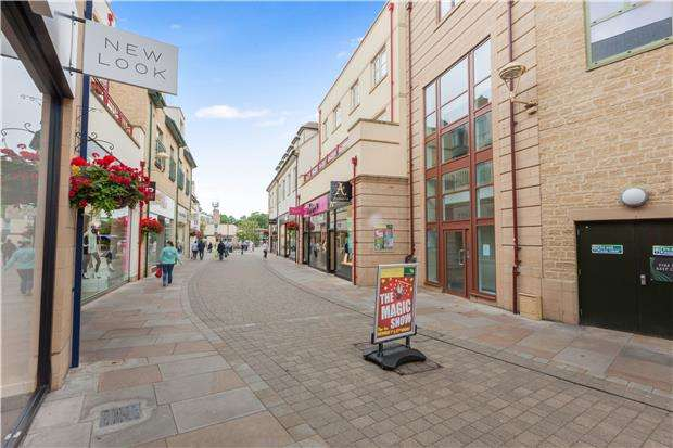 2 Bedrooms Flat for sale in Marriotts Walk, WITNEY, Oxfordshire, OX28 6GX