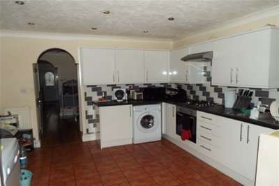 3 Bedrooms House for rent in Pelly Road Plaistow E13