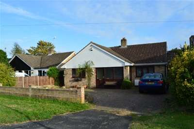 3 Bedrooms Bungalow for rent in Bell Lane