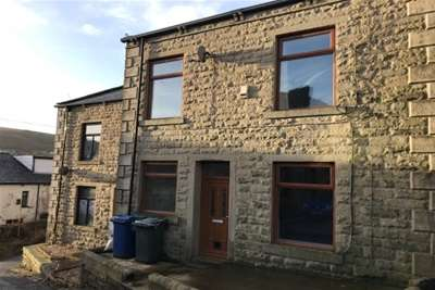 2 Bedrooms House for rent in Church Street, Bacup