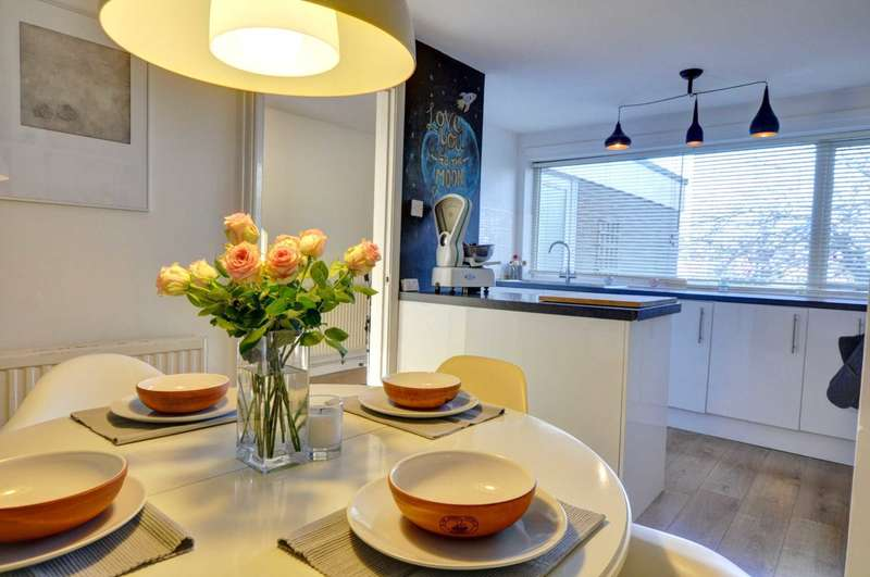 3 Bedrooms Duplex Flat for sale in Central Marlow