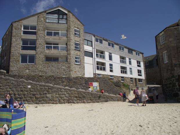 2 Bedrooms Flat for sale in St Nicholas Court, St Ives, Cornwall