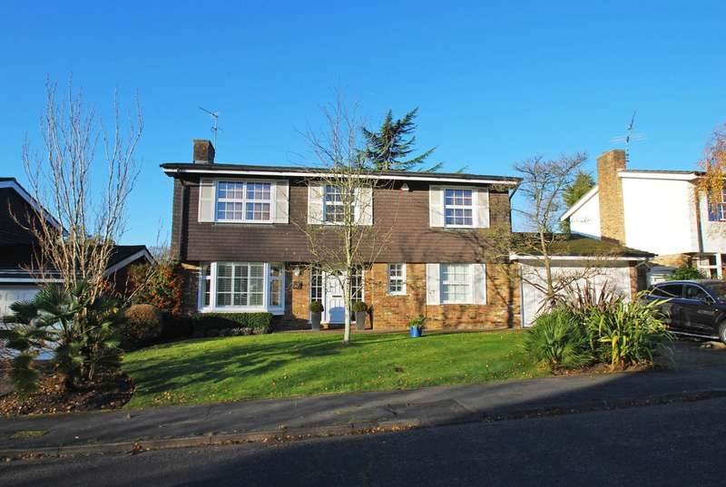 4 Bedrooms Detached House for sale in Copperfields, Beaconsfield, HP9