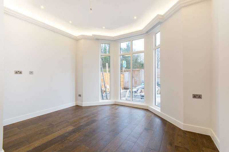 2 Bedrooms Flat for sale in Anerley Hill, Crystal Palace, SE19