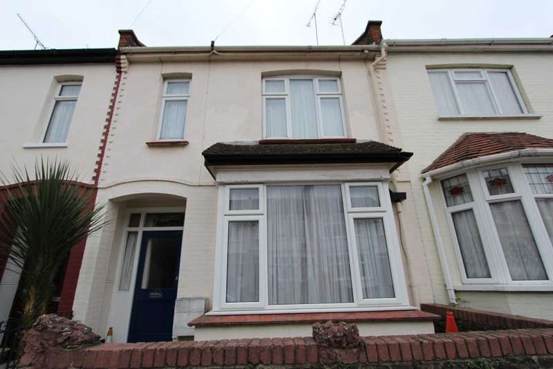 3 Bedrooms Terraced House for rent in Silverdale Avenue, Westcliff On Sea