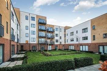 2 Bedrooms Flat for sale in Watson Place, London, SE25 5EX