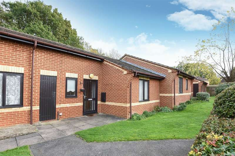 1 Bedroom Terraced Bungalow for sale in Kennet Court, WOKINGHAM, RG41
