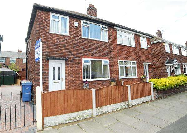 3 Bedrooms Semi Detached House for rent in 13 Laburnum Road, Cadishead M44 5AS