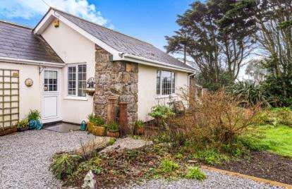 2 Bedrooms Bungalow for sale in Penzance, Cornwall, Sennen