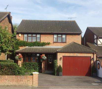 4 Bedrooms Detached House for sale in Benfleet, Essex, .