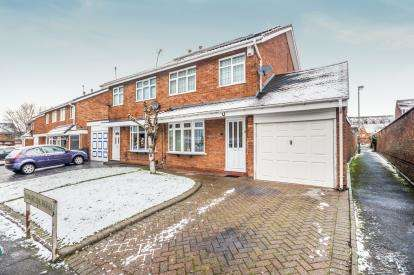 3 Bedrooms Semi Detached House for sale in Binbrook Road, Willenhall, West Midlands