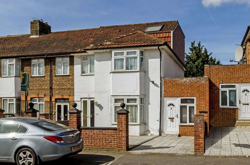 4 Bedrooms Terraced House for sale in St Andrews Road, East Acton, W3