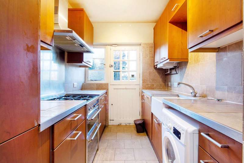 3 Bedrooms Flat for rent in Grove Avenue, Sutton, SM1