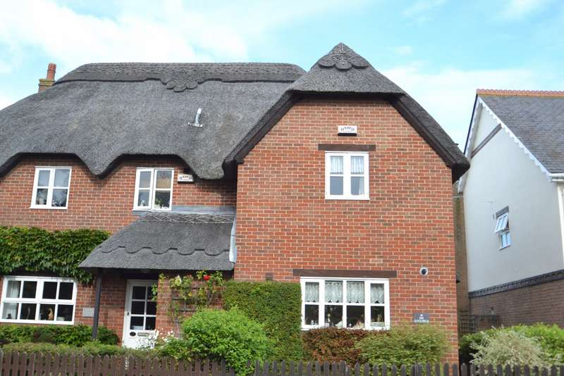 2 Bedrooms Semi Detached House for sale in Lytchett Matravers