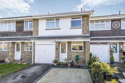 3 Bedrooms Terraced House for sale in Throop, Bournemouth, Dorset