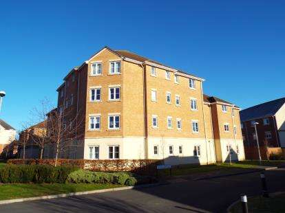 2 Bedrooms Flat for sale in Swan Close, Swindon, Wiltshire