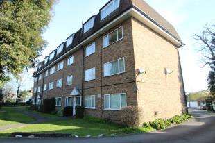 2 Bedrooms Flat for sale in Southfield Court, Sutton Common Road, Sutton